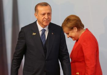 Erdoğan'dan Merkel'e 69 kişilik liste! Aralarında Can Dündar da var...