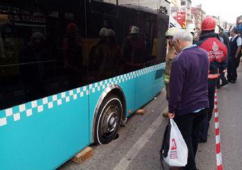 Kadıköy Rıhtım Caddesi üzerinde çökme meydana geldi