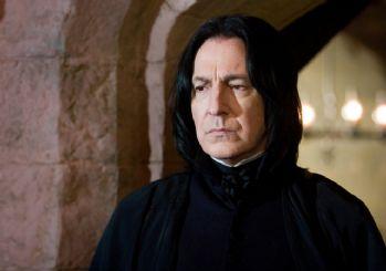Alan Rickman Harry Potter and the Chamber of Secrets'ın çekimlerinde oldukça zorlanmış