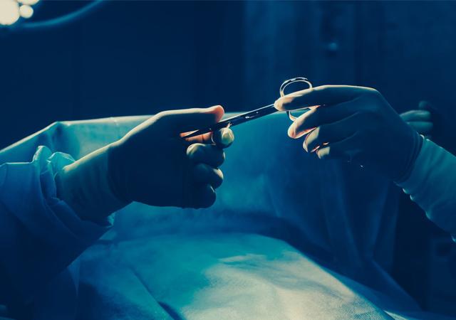 Rahimde sargı bezi unutan doktor ve hemşireye hapis cezası
