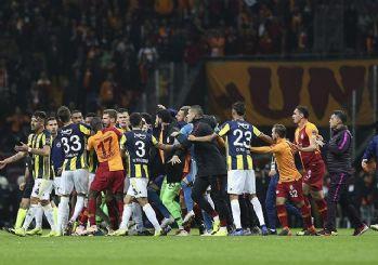 Derbi sonrası kırmızı kart gören futbolcular