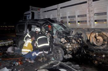 Uşakta feci kaza: 3 ölü, 3 yaralı