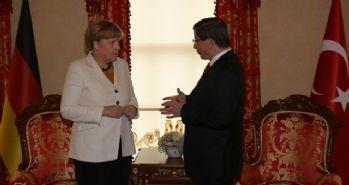 Davutoğlu, Merkel'le görüştü