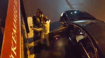Saldırdığı şoförden dayak yiyince kendine geldi