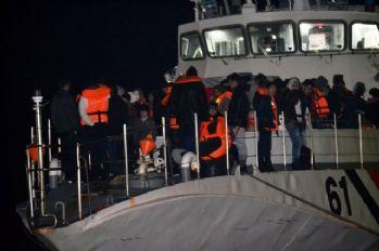 222 kaçak göçmen boğulmaktan son anda kurtuldu