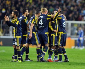 Maçın ilk yarısı Fenerbahçe'nin 1-0 üstünlüğüyle sona erdi