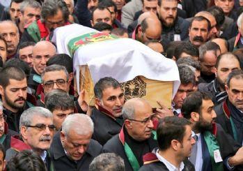 Davutoğlu: Tahir Elçi o paçavrayı kaldırırdı