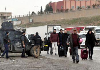 Terörden bıkan öğretmenler Cizre ve Silopi'yi terk etti