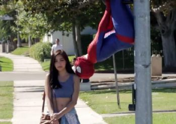 Hayrettin örümcek adam olup Amerikalı kızları öptü!