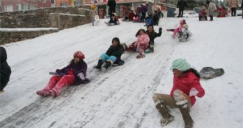 Vali Vasip Şahin açıkladı: Okullar tatil değil