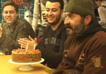 'Kağıt Toplayan Adam'a doğum günü sürprizi