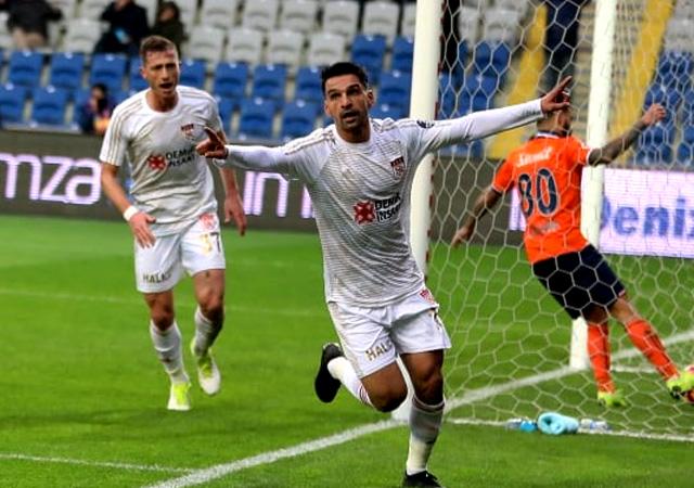 Lidere Sivas darbesi! Başakşehir 11 maç sonra kaybetti