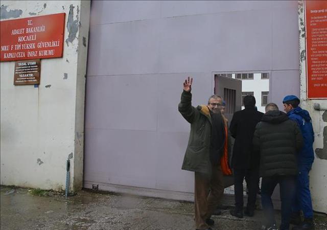 Teslim oldu! Sırrı Süreyya Önder cezaevinde