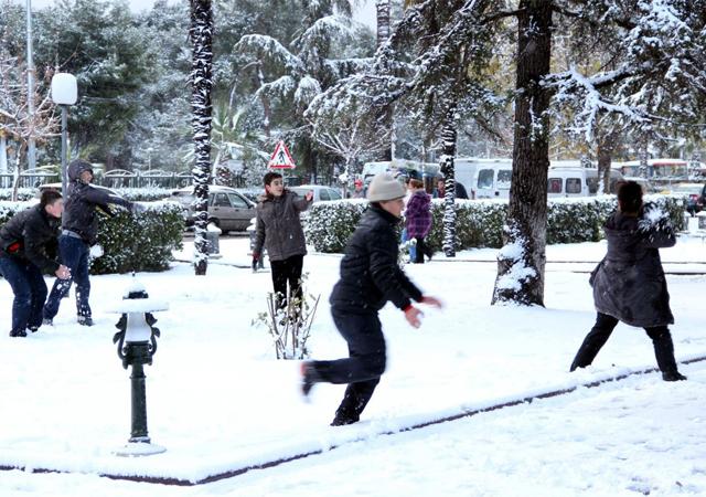 Tekirdağ'da eğitime kar engeli: Okullar 2 gün tatil