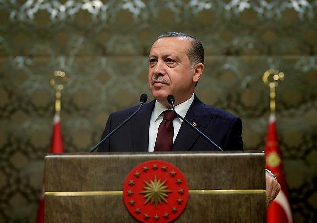 Erdoğan ödül töreninde konuştu: Toplumda sanat ve edebiyat felç olmuşsa o toplumun yaşatılması zordur