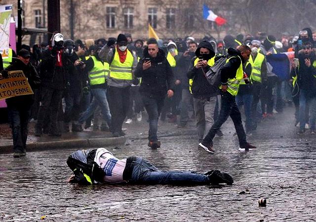 Sarı yeleklilere müdahale: 102 kişi gözaltına alındı