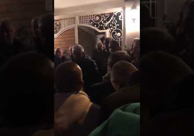 Bursasporlu taraftarlardan Başkan'ın evine baskın!