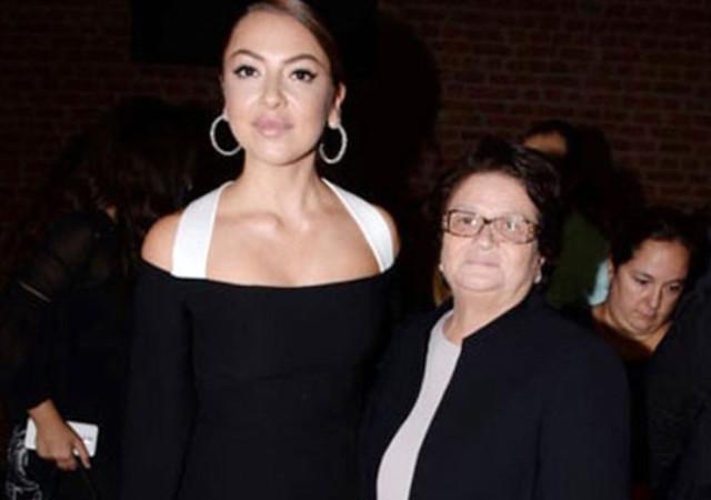 Hadise'den annesi Gülnihal Açıkgöz'e destek