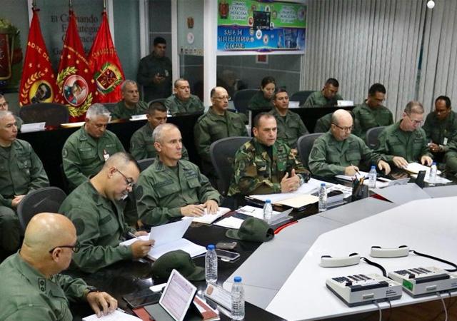 Venezüella'dan karar: Sınırına asker yığacak!