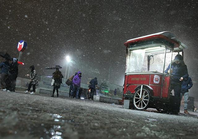 İstanbul yarın 25 Şubat Pazartesi okullar tatil mi valilik son dakika
