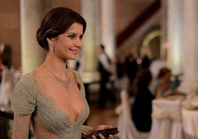 Beren Saat, Netflix'te! 'Özel güçleri olan' bir kadını canlandıracak