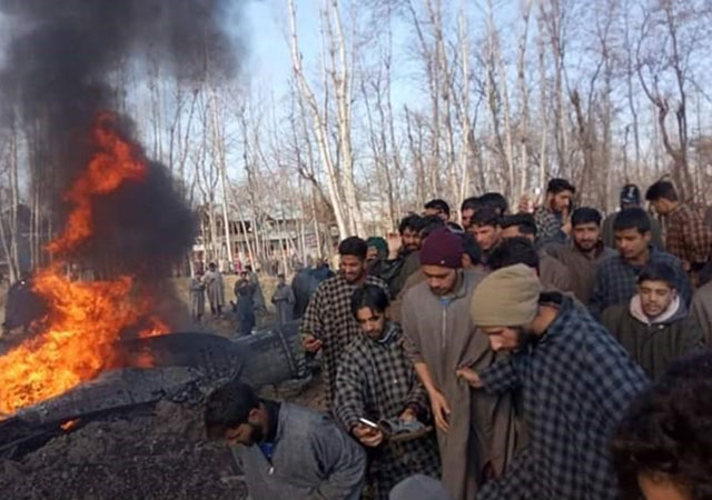 Pakistan Hint uçaklarını vurdu: 3 ölü 1 rehin