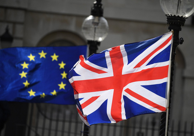 Brexit anlaşması reddedildi! May'e ikinci şok