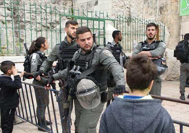 İsrail polisinden Mescid-i Aksa'da Müslümanlara dayak