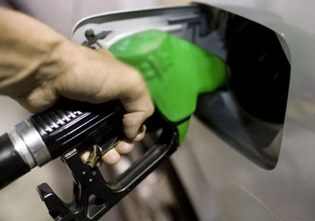 EPDK Başkanı duyurdu: Benzine zam yok!