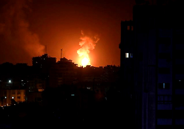 İsrail Gazze'yi bir kez daha vurdu! Sınır kapılarını kapattı