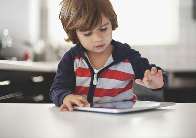 3 yaşındaki çocuk iPad'i 49 yıllığına kitledi