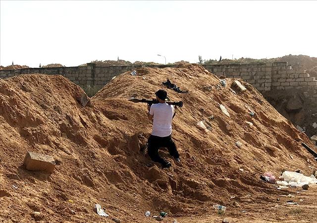 Libya'da darbeci Hafter'in savaş uçağı düşürüldü