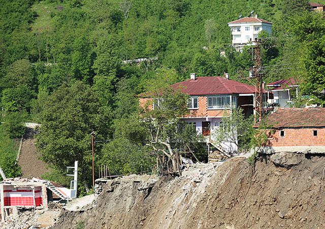 Ordu'da heyelan 15 evi yıktı