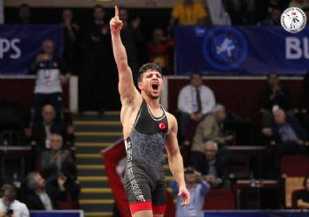 Cengiz Arslan Güreş Şampiyonası'nda Dünya şampiyonu oldu