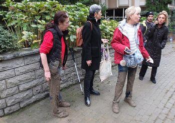 Kadıköy'de 2 kadın betonun içine battı