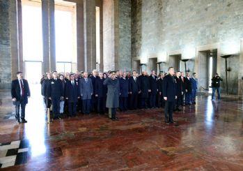 Bakan Selçuk ve öğretmenlerle beraber Anıtkabir'i ziyaret etti
