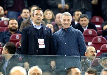 Tarihi fotoğraf! Ali Koç Trabzonsporlu taraftarların arasında