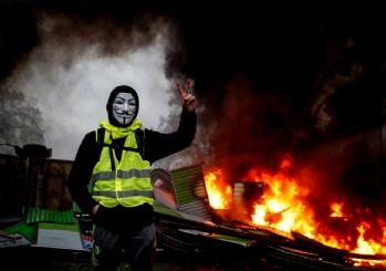 Fransa'da 'Sarı Yelekliler' krizi... Macron durduramıyor