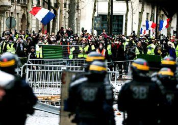 Macron geri adım attı! Sarı yelekliler kazandı