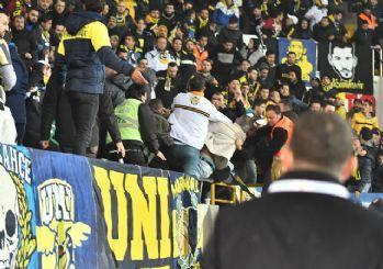 Akhisar'da Fenerbahçe tribününde kavga çıktı