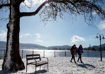 İzmir'de kar etkisini göstermeye başladı