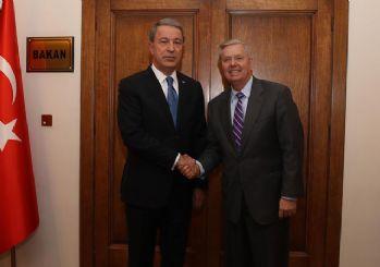ABD'li Senatör Graham, Akar'ı makamında ziyaret etti