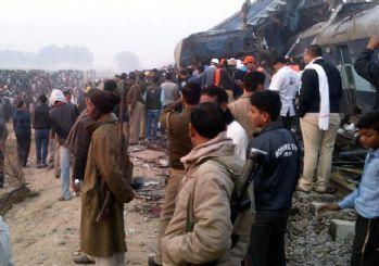 Hindistan'da feci kaza! Hızlı tren raydan çıktı