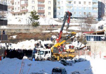 Bitlis'te kafenin çatısı çöktü: 1 ölü 7 yaralı