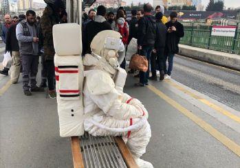 Metrobüsteki astronot Yeşilay'cı çıktı!