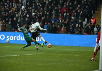 Burak Yılmaz Beşiktaş'ta ilk golünü attı! Taraftar Burak Yılmaz ile barıştı