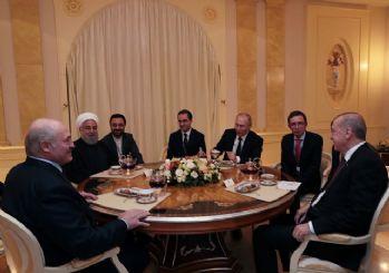Liderler çay sohbeti yaptı