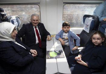 'Eyüpsultan'dan bismilah deyip...' Binali Yıldırım İstanbul'a hızlı trenle geldi