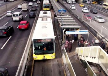 Metrobüs kazası: 3 kişi yaralandı
