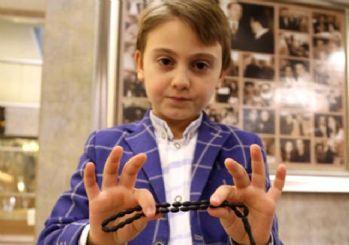 Erdoğan'dan küçük çocuğu tespih hediyesi